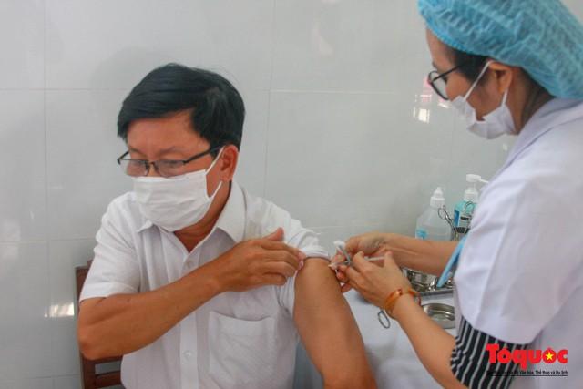 Thừa Thiên Huế bắt đầu tiêm chủng vaccine phòng Covid-19 - Ảnh 9.
