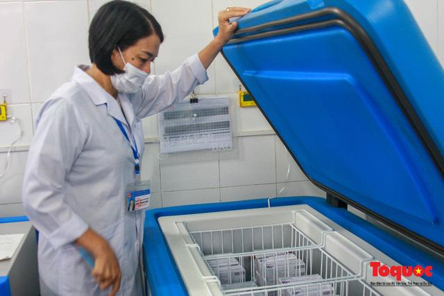 Thừa Thiên Huế bắt đầu tiêm chủng vaccine phòng Covid-19 - Ảnh 7.
