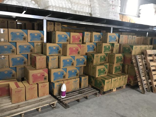 Tóm gọn cơ sở sản xuất nước giặt giả mạo nhãn hiệu Dnee - Ảnh 2.