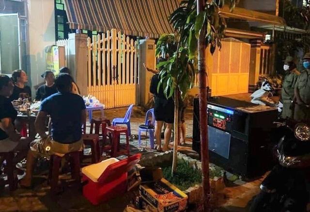 Hát karaoke, mở nhạc gây ồn ào bị phạt đến 1 triệu đồng - Ảnh 1.