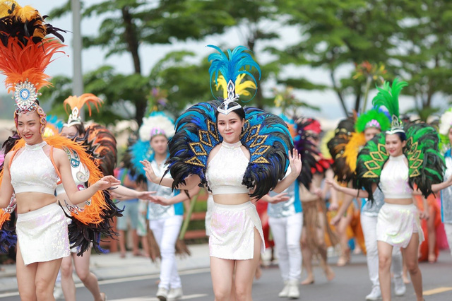 Hạ Long: Rộn rã mùa lễ hội giữa lòng kỳ quan - Ảnh 1.