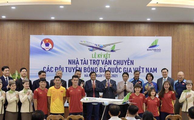 Bamboo Airways là Nhà tài trợ vận chuyển cho toàn bộ các Đội tuyển bóng đá Quốc gia Việt Nam trong 3 năm - Ảnh 1.