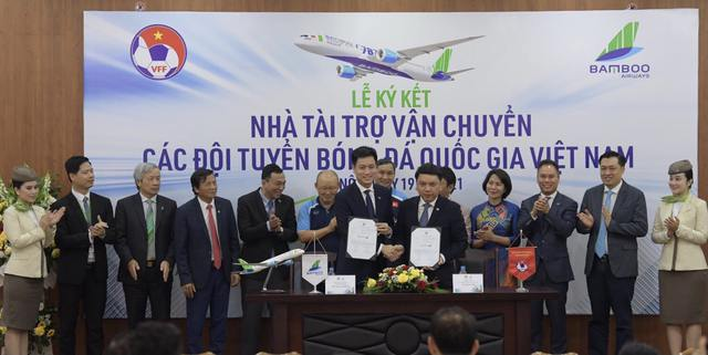 Bamboo Airways là Nhà tài trợ vận chuyển cho toàn bộ các Đội tuyển bóng đá Quốc gia Việt Nam trong 3 năm - Ảnh 2.