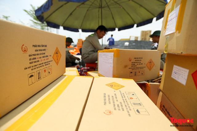 Cận cảnh trận địa pháo hoa kỷ niệm lễ Giỗ tổ Hùng Vương (10.3 Âm lịch) - Ảnh 2.