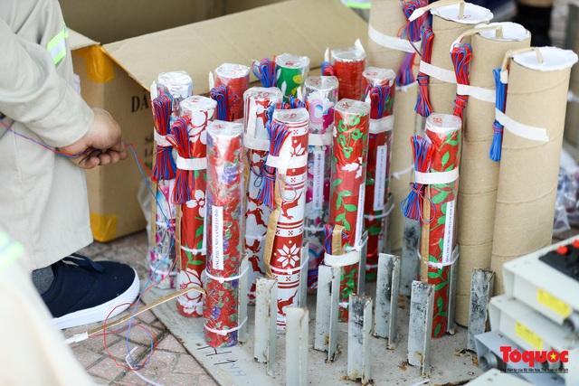 Cận cảnh trận địa pháo hoa kỷ niệm lễ Giỗ tổ Hùng Vương (10.3 Âm lịch) - Ảnh 4.
