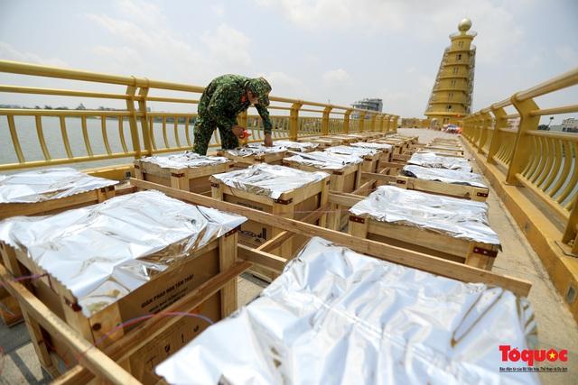Cận cảnh trận địa pháo hoa kỷ niệm lễ Giỗ tổ Hùng Vương (10.3 Âm lịch) - Ảnh 1.