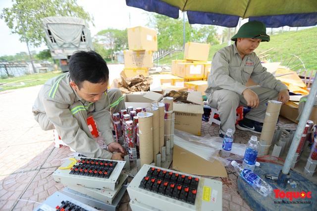 Cận cảnh trận địa pháo hoa kỷ niệm lễ Giỗ tổ Hùng Vương (10.3 Âm lịch) - Ảnh 3.