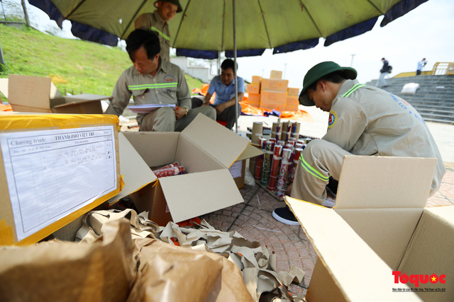 Cận cảnh trận địa pháo hoa kỷ niệm lễ Giỗ tổ Hùng Vương (10.3 Âm lịch) - Ảnh 6.