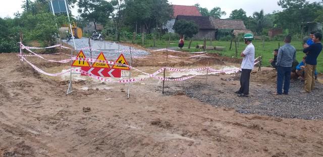 Quảng Bình: Cháu bé bị đuối nước thương tâm dưới hố công trình - Ảnh 1.