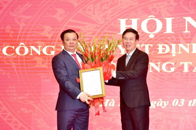 Công bố quyết định phân công ông Đinh Tiến Dũng làm Bí thư Thành ủy Hà Nội - Ảnh 1.