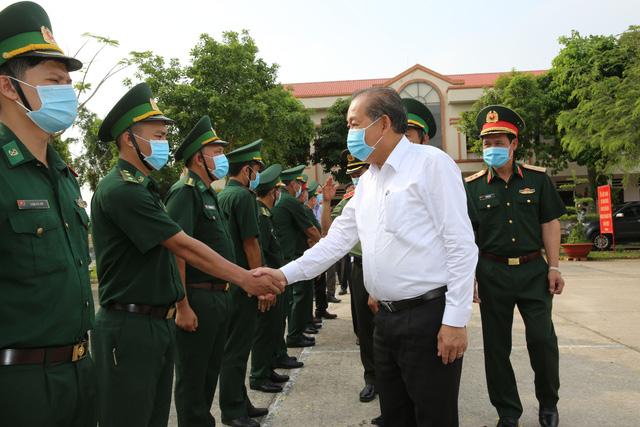 Phó Thủ tướng Trương Hòa Bình kiểm tra, chỉ đạo phòng, chống dịch tại An Giang - Ảnh 1.