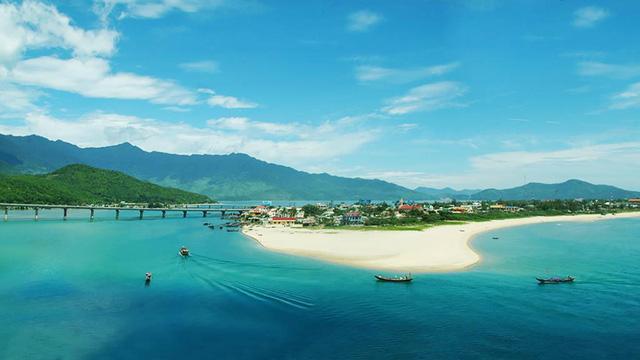 """Clip """"Việt Nam: Đi Để Yêu! – Bao la biển gọi"""" sẽ có nhiều hình ảnh tuyệt đẹp về biển đảo Việt Nam - Ảnh 1."""