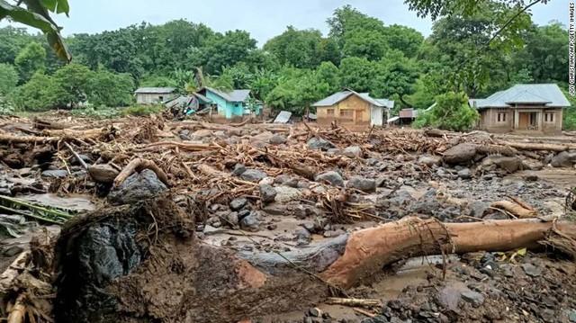 Lũ lụt ở Indonesia và Đông Timor khiến hàng chục người tử vong - Ảnh 2.