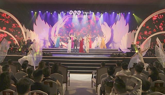 """Bằng Kiều – Minh Tuyết hòa nhịp cùng hàng ngàn khán giả xứ Thanh trong đêm nhạc """"Chuyện tình yêu"""" - Ảnh 10."""