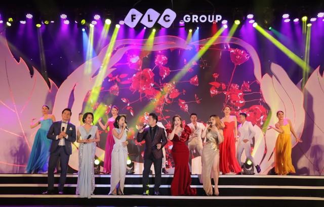 """Bằng Kiều – Minh Tuyết hòa nhịp cùng hàng ngàn khán giả xứ Thanh trong đêm nhạc """"Chuyện tình yêu"""" - Ảnh 11."""