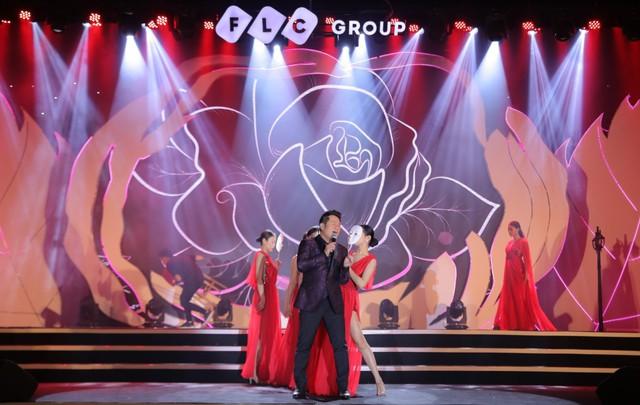 """Bằng Kiều – Minh Tuyết hòa nhịp cùng hàng ngàn khán giả xứ Thanh trong đêm nhạc """"Chuyện tình yêu"""" - Ảnh 3."""