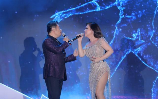 """Bằng Kiều – Minh Tuyết hòa nhịp cùng hàng ngàn khán giả xứ Thanh trong đêm nhạc """"Chuyện tình yêu"""" - Ảnh 4."""