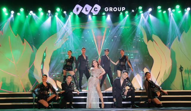"""Bằng Kiều – Minh Tuyết hòa nhịp cùng hàng ngàn khán giả xứ Thanh trong đêm nhạc """"Chuyện tình yêu"""" - Ảnh 5."""
