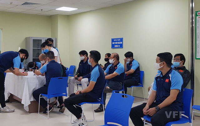 Điều chỉnh lịch tiêm vaccine Covid-19 cho đội tuyển Việt Nam - Ảnh 1.