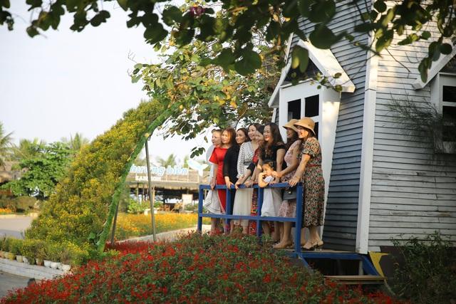 Du khách háo hức check in trước thềm Lễ hội hoa Sầm Sơn - Ảnh 10.