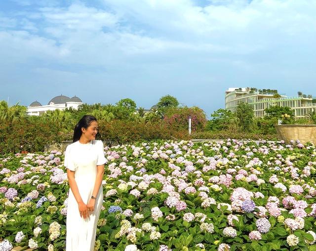 Du khách háo hức check in trước thềm Lễ hội hoa Sầm Sơn - Ảnh 2.