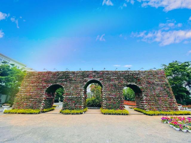 Du khách háo hức check in trước thềm Lễ hội hoa Sầm Sơn - Ảnh 7.