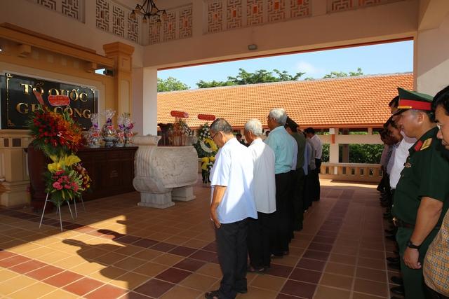 Phó Thủ tướng Thường trực thắp hương tại Khu Di tích lịch sử Cách mạng tỉnh Long An - Ảnh 2.