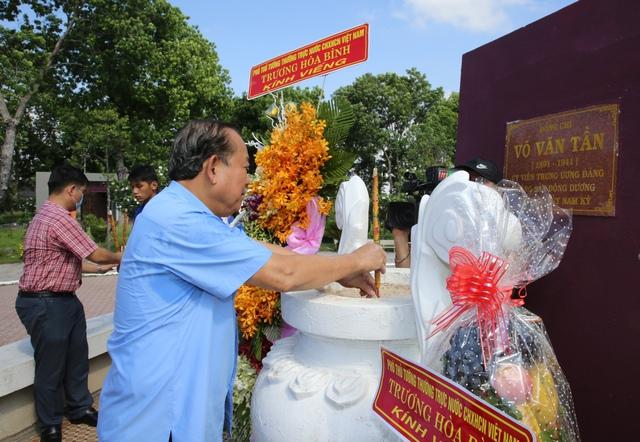 Phó Thủ tướng Thường trực thắp hương tại Khu Di tích lịch sử Cách mạng tỉnh Long An - Ảnh 3.