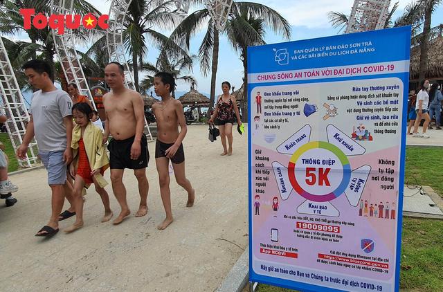 Biển Đà Nẵng đông người dịp lễ 30/4 và 1/5 - Ảnh 3.