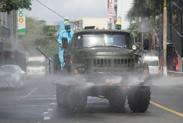 Thêm ca dương tính với nCoV tại Thừa Thiên Huế và Đà Nẵng, tạm dừng hoạt động vận tải khách bằng ô tô đến 6 tỉnh - Ảnh 1.