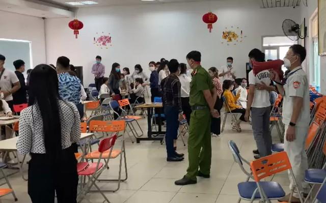 Thêm ca dương tính với nCoV tại Thừa Thiên Huế và Đà Nẵng, tạm dừng hoạt động vận tải khách bằng ô tô đến 6 tỉnh - Ảnh 2.