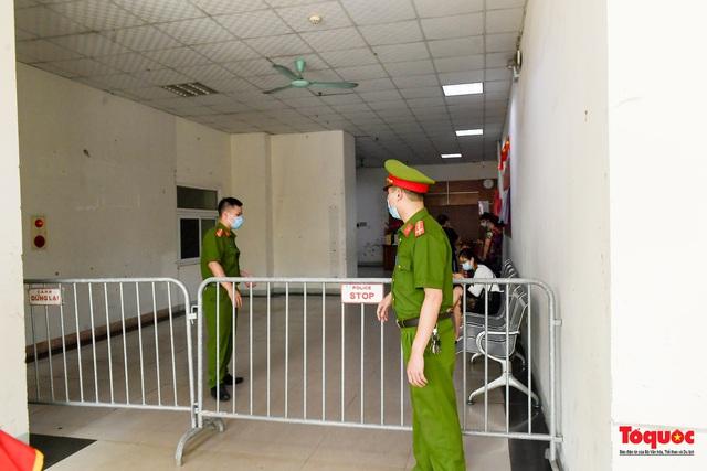 Hà Nội: Phong tỏa chung cư Đại Thanh sau khi ghi nhận ca dương tính với Covid -19 - Ảnh 6.