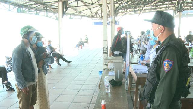 Quảng Trị ghi nhận thêm 2 ca nhiễm COVID-19, Thừa Thiên Huế cách ly 21 ngày người về từ vùng dịch - Ảnh 2.