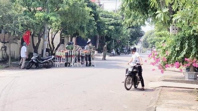 Quảng Trị ghi nhận thêm 2 ca nhiễm COVID-19, Thừa Thiên Huế cách ly 21 ngày người về từ vùng dịch - Ảnh 1.