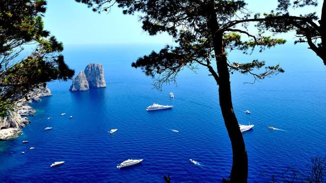 Hòn đảo Italy kích cầu du lịch, nói không với Covid-19 - Ảnh 1.