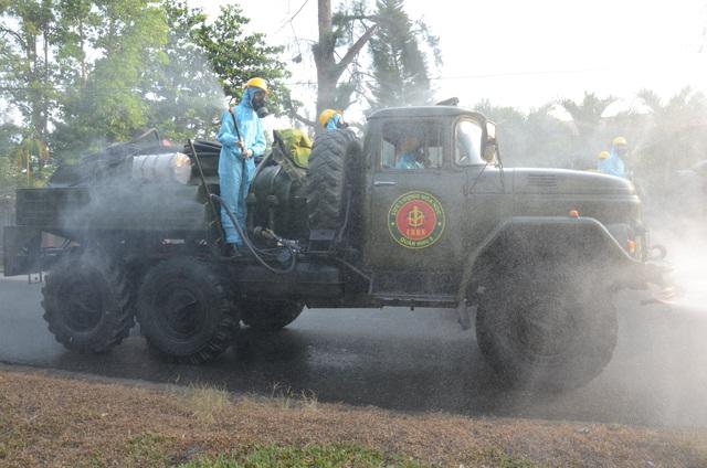 Đà Nẵng thêm 42 ca dương tính SARS-CoV-2, xử phạt nhiều trường hợp; Quảng Nam tạm dừng hoạt động vận tải hành khách đến các địa phương có dịch  - Ảnh 2.