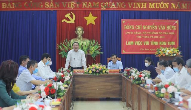 """Bộ trưởng Nguyễn Văn Hùng: """"Kon Tum có quang cảnh đẹp, sao không mạnh dạn đặt ước mơ trở thành trung tâm hội nghị của khu vực miền Trung-Tây Nguyên"""" - Ảnh 1."""