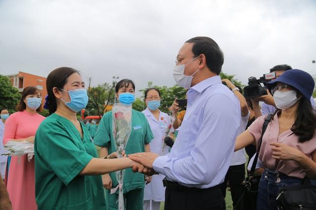 """200 cán bộ, y bác sỹ Quảng Ninh lên đường """"chia lửa"""" cùng Bắc Giang chống dịch Covid-19 - Ảnh 3."""