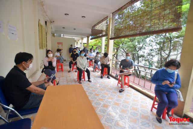 Hà Nội thần tốc lấy mẫu xét nghiệm cho những người trở về từ Đà Nẵng - Ảnh 17.