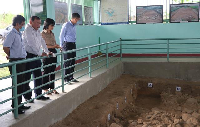 Bộ trưởng Nguyễn Văn Hùng thăm di tích khảo cổ thời đại Đá cũ Rộc Tưng và Khu di tích lịch sử-văn hóa Tây Sơn Thượng (Gia Lai) - Ảnh 1.