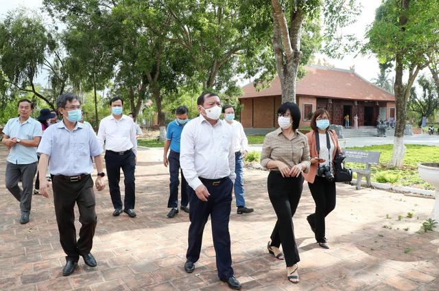 Bộ trưởng Nguyễn Văn Hùng thăm di tích khảo cổ thời đại Đá cũ Rộc Tưng và Khu di tích lịch sử-văn hóa Tây Sơn Thượng (Gia Lai) - Ảnh 3.