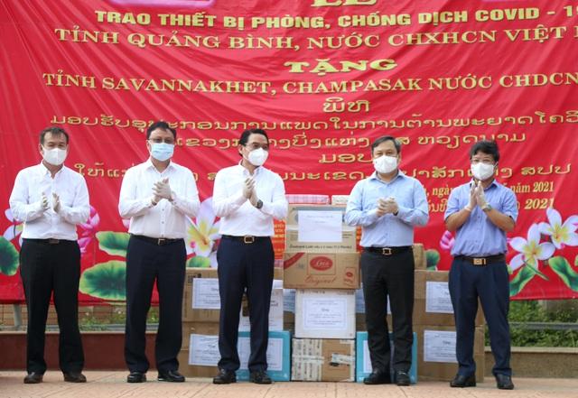 Trao Bằng khen của Thủ tướng Chính phủ cho CDC Đà Nẵng; Quảng Bình hỗ trợ Lào phòng, chống dịch Covid-19  - Ảnh 2.