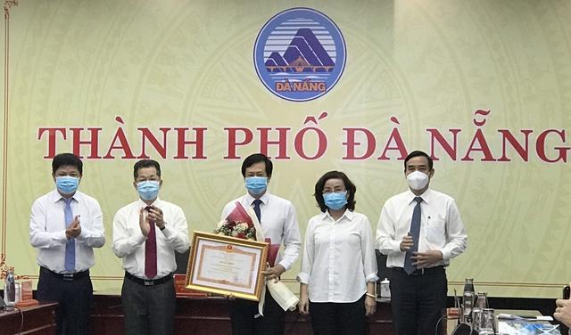 Trao Bằng khen của Thủ tướng Chính phủ cho CDC Đà Nẵng; Quảng Bình hỗ trợ Lào phòng, chống dịch Covid-19  - Ảnh 1.