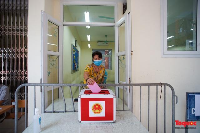 Hà Nội diễn tập ứng phó phòng dịch Covid-19 ở điểm bầu cử - Ảnh 15.