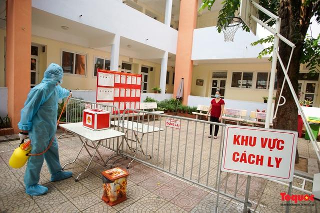 Hà Nội diễn tập ứng phó phòng dịch Covid-19 ở điểm bầu cử - Ảnh 5.