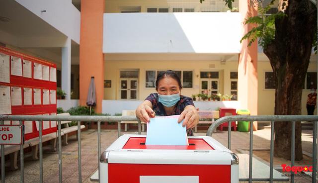 Hà Nội diễn tập ứng phó phòng dịch Covid-19 ở điểm bầu cử - Ảnh 7.