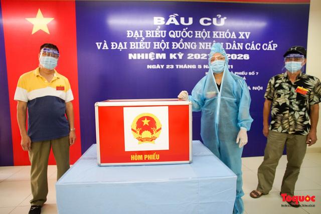 Hà Nội diễn tập ứng phó phòng dịch Covid-19 ở điểm bầu cử - Ảnh 1.