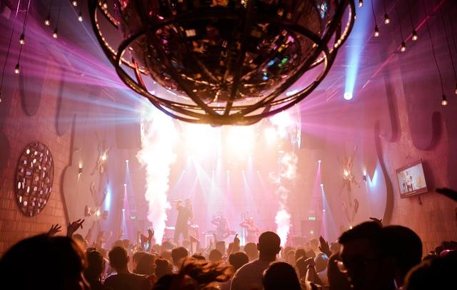 Đà Nẵng tạm dừng karaoke, vũ trường, quán bar...để phòng chống dịch Covid-19 - Ảnh 1.