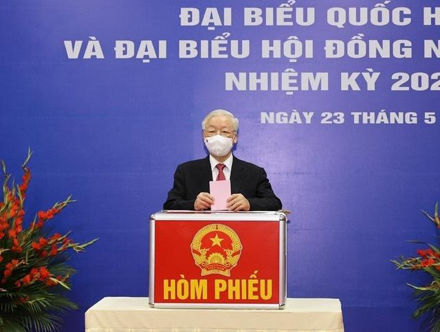 Tổng Bí thư Nguyễn Phú Trọng trả lời phỏng vấn sau khi bỏ phiếu bầu cử - Ảnh 1.