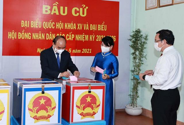 Chùm ảnh: Lãnh đạo Đảng, Nhà nước tham gia bỏ phiếu thực hiện quyền bầu cử - Ảnh 6.
